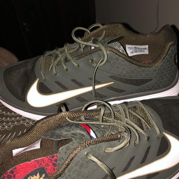 new product 5072b 1effd Brand New Nike Lunar Vapor Trainer Manny Pacquiao.  M 5c7e12d9619745ce6ae564c4